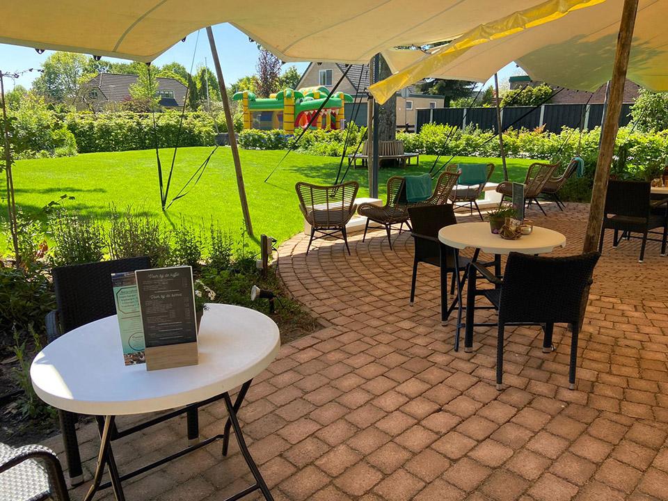 Feesten en partijen springkussen in de tuin - De Herberg Vorden